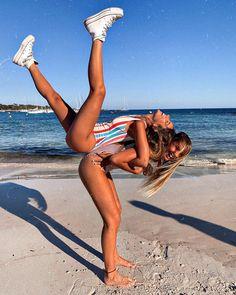 Son Saura with Aina Simon Cute Beach Pictures, Cute Poses For Pictures, Cute Friend Pictures, Best Friend Pictures, Tumblr Beach Pictures, Beach Instagram Pictures, Lake Pictures, Family Pictures, Friends Instagram