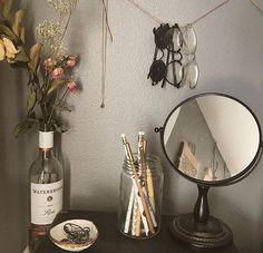 Successful Strategies For Aesthetic Room Decor That You Can Use Today - During the winter months you want to do all you can to keep your home free from dryness. At the same time though you want to have items on display tha. Decoration Shabby, Decoration Bedroom, Room Decorations, Vintage Bedroom Decor, Vintage Decorations, Cute Dorm Rooms, Cool Rooms, Decoration Inspiration, Room Inspiration