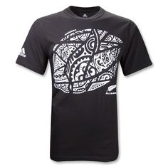New Zealand All Blacks Maori Rugby Ball Tee.have to find it for Jeremy. Maori All Blacks, All Blacks Rugby, Rugby Gear, Rugby Sport, Rugby Equipment, Rugby Memes, Richie Mccaw, World Rugby, Team Wear
