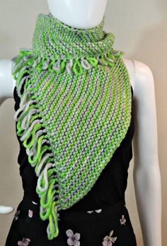 Key Lime Pie Wraplette | This knit shawl pattern is so versatile and spunky!