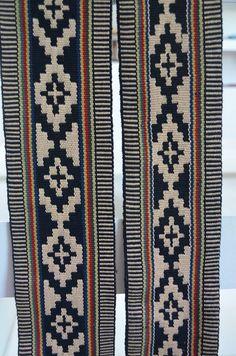 Inkle Weaving, Inkle Loom, Card Weaving, Tablet Weaving, Weaving Patterns, Fabric Patterns, Rug Weaves, C2c Crochet, Textiles