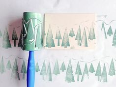 Make Holiday Cards And Gift Wrap Using DIY Stamps - Handmade Charlotte DIY Roller Printing Tutorial Diy Stamps, Handmade Stamps, Homemade Christmas, Christmas Crafts, Diy Christmas Wrapping Paper, Christmas Print, Christmas Tree, Christmas Paper, Craft Ideas