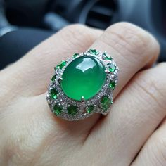 Imperial jadeite with emeralds Dior Jewelry, Jade Jewelry, Jewelry Art, Diamond Jewelry, Vintage Jewelry, Fashion Rings, Fashion Jewelry, Antique Jewellery Designs, Jewelry Design Drawing