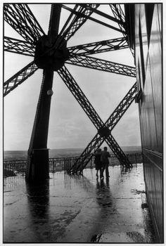 Henri Cartier-Bresson, La Tout Eiffel, Paris, France, 1952. © Henri Cartier-Bresson/Magnum Photos.