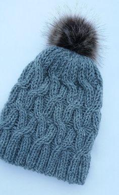 Palmikkopipo  Koko aikuiselle (kuvio kahdeksalla silmukalla jaollinen, vähentämällä tai lisäämällä valmistuu helposti muita... Beanie Hats, Handicraft, Knitted Hats, Needlework, Free Pattern, Knitting Patterns, Knit Crochet, Diy And Crafts, Winter Hats