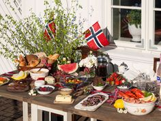 Norway day, May, is a big deal. Here are 7 random facts - all very useful in preparing for the big day. Norway Food, Norwegian Food, Scandinavian Food, Field Day, Time To Celebrate, New Recipes, Nom Nom, Table Settings, Food And Drink