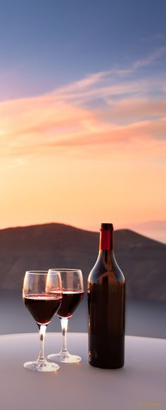 Wine in Greece Honeymoon Getaways, Dream Vacations, Just Wine, Colour Pallete, Super Yachts, Romantic Places, Canario, Love And Light, Luxury Travel