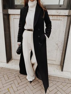 3 CHIC Street Style Outfits To Copy This Winter - Mode outfits - Hybrid Elektronike Street Style Outfits, Looks Street Style, Looks Style, Street Style Clothing, Classy Street Style, Minimalist Street Style, Minimalist Chic, Chic Clothing, Classy Style