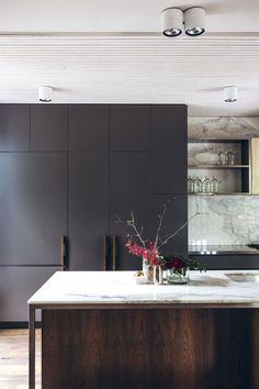 modern minimal dark and white marble kitchen, # marble kitchen … Modern Kitchen Interiors, Modern Kitchen Design, Home Decor Kitchen, Interior Design Kitchen, Kitchen Ideas, Modern Bathroom, Black Interiors, Kitchen Contemporary, Contemporary Interior