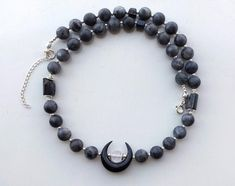 Wiccan beaded gemstone choker with labradorite, raw black tourmaline and sterling silver - Black crescent moon necklace adjustable lenght Moon Jewelry, Jewelry Necklaces, Beaded Bracelets, Small Earrings, Black Tourmaline, Moon Necklace, Wiccan, Labradorite, Chokers
