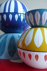vintage enamelware. especially the yellow
