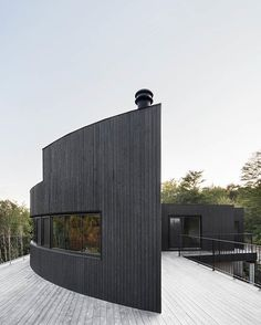 Curved and straight edges define the #exteriors of the La Héronnière #home in #Quebec, #Canada. \\\ Design by #AlainCarleArchitecte \\\ Photo by #AdrienWilliams