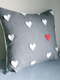 Sewing Pillows 25 Adorable DIY Pillows for Valentines Day - - 40 Cute Projects to Sew for Valentine's Day lots of heart sewing projects, heart quilt patterns and valentines day pillow DIY's Sewing Pillows, Diy Pillows, Throw Pillows, Pillow Ideas, Decorative Pillows, Cushion Ideas, Floor Pillows, Heart Quilt Pattern, Quilt Patterns