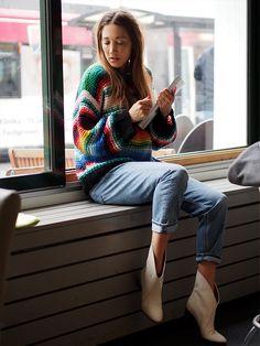 #rainbow #stripes #rainbowstripes #momjeans #hm #highwaist #white #boots #ankleboots #spring #chloe #chloegirls #fashionblogger #helloshopping #ootd #retro #vintage #style #whowhatwear #vogue #chunky #knit #knitwear