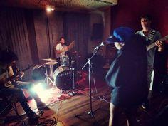 Iniciativa de música autoral reúne as bandas JazzMim, Enverso e o cantor Léo Brasil no mesmo palco.