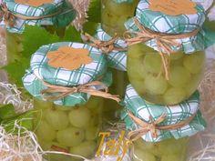 """UVA ITALIA ALLA #GRAPPA -  Un modo """"spiritoso"""" di conservare la buonissima #uva Italia. Scalderà le fredde serate d'inveno.."""