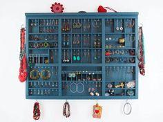 Cómo ordenar collares y pendientes en la pared - Decoratrix | Blog de decoración, interiorismo y diseño