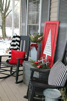 Festive Christmas Porch Decor and Design Ideas - decoration Porch Christmas Tree, Christmas Home, Christmas Lights, Christmas Crafts, Christmas Bedroom, Farmhouse Christmas Decor, Outdoor Christmas Decorations, Country Christmas, Holiday Outdoor Decorating