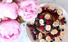 God morgon vänner! Förra helgen gjorde jag helt MAGISKA veganska bananpannkakor som ni bara måste testa! Jag lagade alltid bananpannkakor på banan och ägg förut men efter jag började äta... Vegan Recipes, Vegan Meals, Vegan Food, Acai Bowl, Gluten, Breakfast, Acai Berry Bowl, Morning Coffee, Veggie Food
