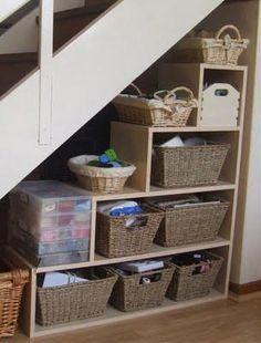 Aprovechar el rincón bajo la escalera | Ideas para decorar, diseñar y mejorar tu casa.