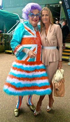 Dame Edna and India Hicks =D