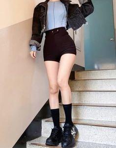 Korean Girl Fashion, Ulzzang Fashion, Korean Street Fashion, Kpop Fashion Outfits, Edgy Outfits, Korean Outfits, Cute Casual Outfits, Pretty Outfits, Kawaii Fashion