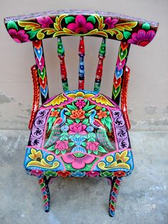 Ideas Funky Painted Furniture Boho Folk Art For 2019 Hand Painted Chairs, Funky Painted Furniture, Cool Furniture, Furniture Ideas, Garden Furniture, Painted Tables, Decoupage Furniture, Furniture Design, Chair Design