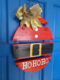 If an individual plan to learn about woodworking techniques, try…christmas wood projects sI'm normally not into Santa stuff, but this is super cute!This Santa sign could be made from upcycled wood pallets!When you really are searching for great sug Holiday Wood Crafts, Holiday Crafts, Holiday Decor, Door Crafts, Pallet Christmas, Christmas Projects, Christmas Ideas, Christmas Signs, All Things Christmas