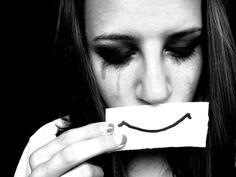 1) Fingir que tudo está bem, quando não está Você se sente oprimido? Você sente vontade de desistir? Não há nada de vergonhoso nisso. Você não é um robô, e mesmo se fosse, você ainda precisaria par...
