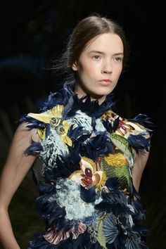 Erdem Spring/Summer 2015 ready-to-wear close up #LFW #London #FashionWeek Reminds me of the exposition birds of paradise I saw in MoMu