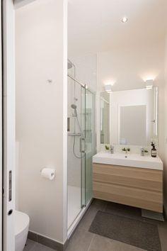 La salle de bains épurée d'un appart familial de 140 m². Plus de photos sur Côté Maison : http://bit.ly/1iPECvw