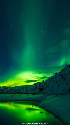 Traveling to Iceland to see the Northern Lights? Here's THE guide for you on How… Traveling to Iceland to see the Northern Lights? Here's THE guide for you on How to See the Northern Lights in Iceland. Northern Lights Wallpaper, Lit Wallpaper, See The Northern Lights, Green Wallpaper, Nature Wallpaper, Wallpaper Backgrounds, Iceland Wallpaper, Aurora Borealis, Northen Lights