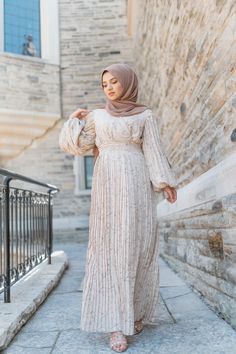 Engagement Photo Outfits, Pleated Maxi, Balloon Sleeves, Modest Workout Clothes, What To Wear, Islamic Clothing, Fashion Today, Modest Fashion, Women Empowerment