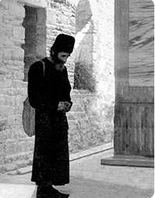 Once a reclusive ascetic, who had heard a lot about Elder Paisios, came to visit him. They talked for a while, and he ascertained that Elde. Miséricorde Divine, Folk Religion, Orthodox Christianity, Orthodox Icons, Patron Saints, Christian Faith, Old Pictures, Catholic, Old Things