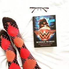 "#bookphoto #bookstagram (@zeitzulesen) auf Instagram: ""Happy #socksunday ❤ Who has read this beauty which arrived just before Christmas - thank you…"""