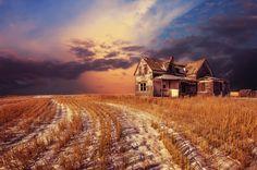 Abandoned house in Saskatchewan, Canada.  So beautiful.