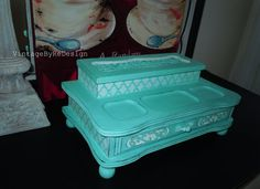 This jewelry box is hand painted in CeCe Caldwells Santa Fe Turquoise, in my opinion one of the best shade of turquoise in the market. The