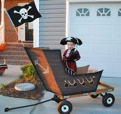Wagon ~ Pirate ship how cute for Halloween! Costume Halloween, Cute Costumes, Family Costumes, Halloween 2016, Baby Costumes, Baby Halloween, Holidays Halloween, Halloween Crafts, Halloween Decorations