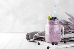 8 Batidos que puedes preparar con leche de avena - Adelgazar en casa Food Photography, Gym, Natural Juice, Detox Juices, Smoothie Recipes, Health Recipes, Milk, Excercise, Gymnastics Room