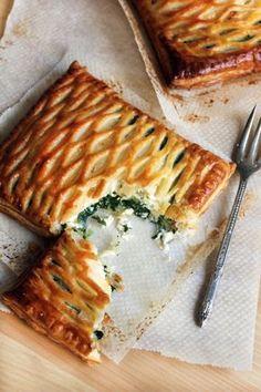 Spinich and Goat Cheese in Puff Pastry ♦♦♦♦♦ HOJALDRE ESPINACAS QUESO CABRA EMPANADA RECETA PASO A PASO