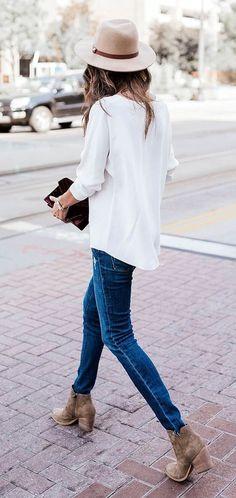 Beige Hat / White Blouse / Skinny Jeans / Brown Booties