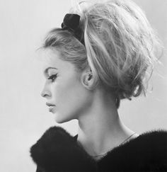 bridalee: A Bardot updo. I was searching for updo's for my upcoming birthday and wanted to share one of my fav's with you. I love big hair. If you love it too then you will love a Bardot updo. Vintage Hairstyles, Wedding Hairstyles, Cool Hairstyles, 1960s Hairstyles, Bouffant Hairstyles, Natural Hairstyles, Make Girl, Dream Hair, Alexa Chung