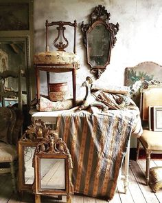 Sociable separated french country shabby chic home French Decor, French Country Decorating, Shabby Chic Homes, Shabby Chic Decor, Meas Vintage, Shabby Vintage, Casas Shabby Chic, Trumeau, Antique Interior