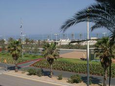 Barceló Atenea Mar est situé à Barcelone, l'une des villes les plus dynamiques et cosmopolites d'Europe.  L'hôtel, est situé en front de mer à côté du Centre de congrès International de Barcelone (CCIB)