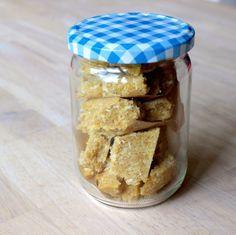 Laddu ist ein Kichererbsen-Konfekt und wird mit Ghee oder Kokosöl hergestellt. Super lecker, super gesund und ein echter Schoki-Ersatz.