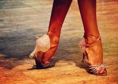Latin Dancing Shoes Drawing 17 New Ideas - Dance World 2020 Dancers Feet, Ballet Feet, Tango Dancers, Latin Dance Shoes, Dancing Shoes, Dancing Couple Silhouette, Salsa Shoes, Ballroom Dance Dresses, Ballroom Dancing