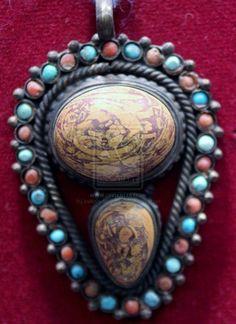 http://antiquesandcollectibleshq.com/porting-the-1940s-fashion-vintage-fashion/
