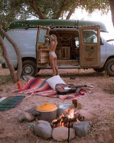 World Camping. Tips, Tricks, And Techniques For The Best Camping Experience. Camping is a great way to bond with family and friends. Bus Life, Camper Life, Vw Camper, Vw Bus, Accessoires Camping Car, Kombi Home, Van Home, Van Living, Hippie Life