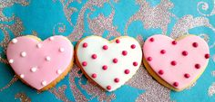 for a winter wedding, iced heart-shaped gingerbread biscuits for favours