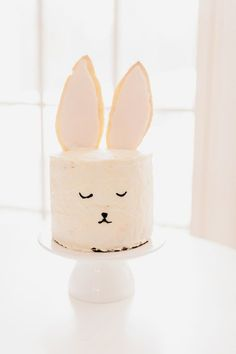 A few little love notes to the things I loved most this week, including how to make new friends as an adult, Bridget Jones' Baby, and an Easter bunny cake. | easter inspired desserts | easter bunny cake | easter sweets || Glitter, Inc.